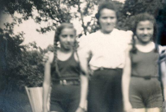 In der Mitte Gerda mit Nichte Susi (links) und Tochter Ilse, 1939